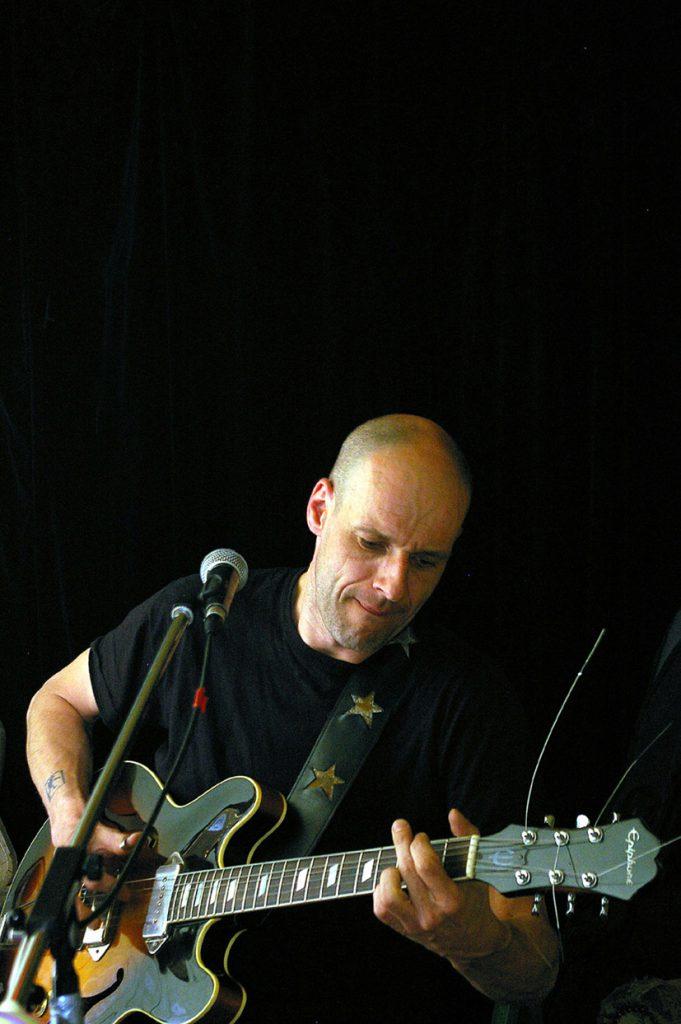Lutz Drenkwitz mit E-Gitarre